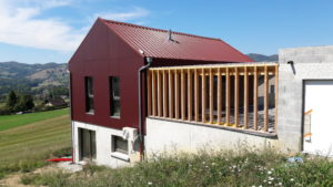 Maison bois en savoie avec façade en panneaux TRESPA